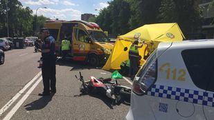 La moto que conducía un joven de 24 años que ha fallecido tras chocar contra un coche.