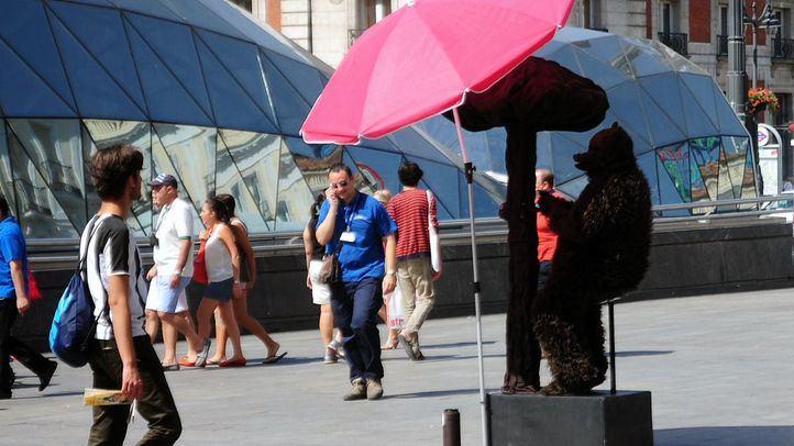 Imagen de archivo de una estatua viviente es la Puerta del Sol.