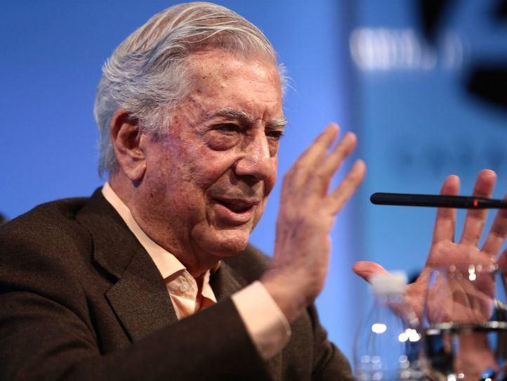 Vargas Llosa, hospitalizado tras sufrir una caída