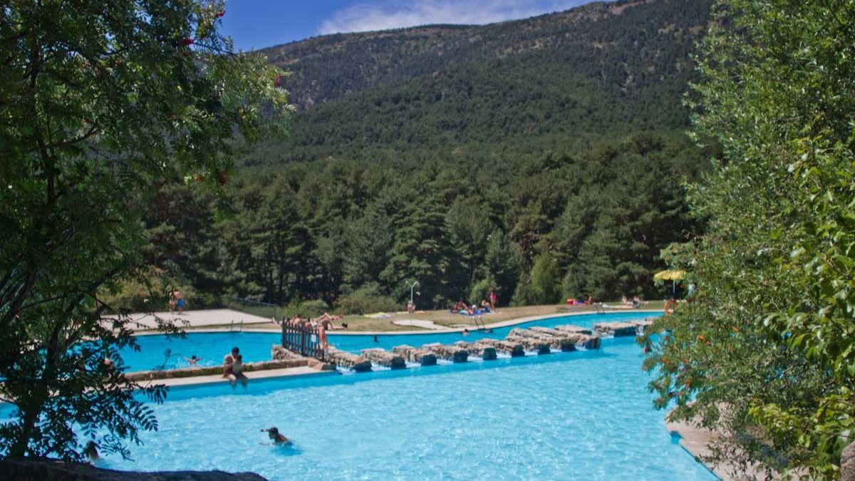 Pistoletazo oficial al verano en cercedilla abren las for Las mejores piscinas municipales de madrid