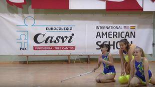 Actuación de gimnasia rítmica en el Casvi International American School.