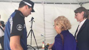 Carmena 'mima' a la Policía Municipal y traslada la pelota a los sindicatos