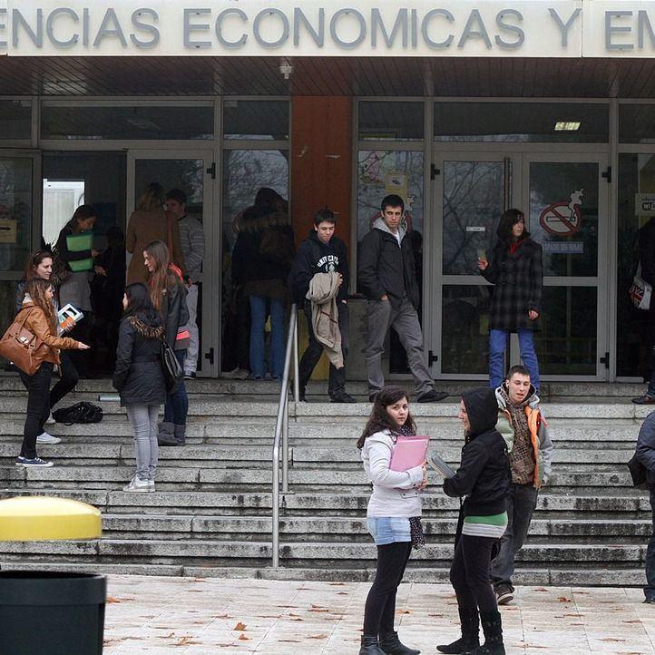 Nueva reducción de tasas universitarias: 40 euros en grados y 120 en los másteres