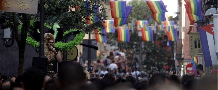 Carrera de tacones del Orgullo 2015 en la calle Pelayo.