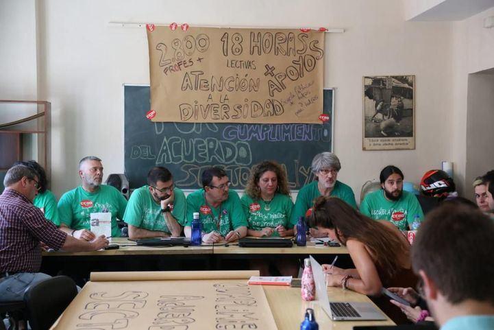 Los delegados de CCOO mantienen su encierro sin