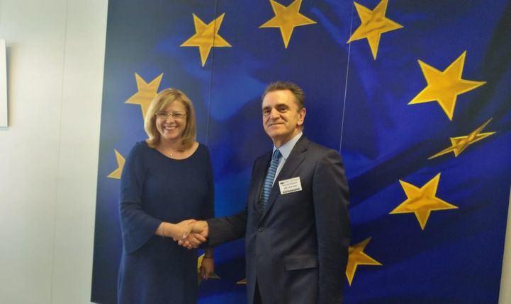 José Manuel Franco con la comisaria europea Corina Cretu.