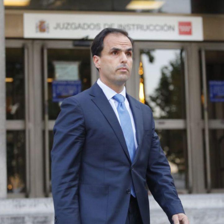 Cesados tres vicerrectores de la URJC por el lío de Casado