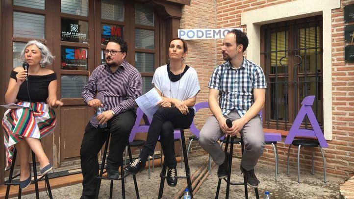 Los diputados Jazmín Beirak, Tito Morano y Mónica García, en un acto con Luis de Santiago.