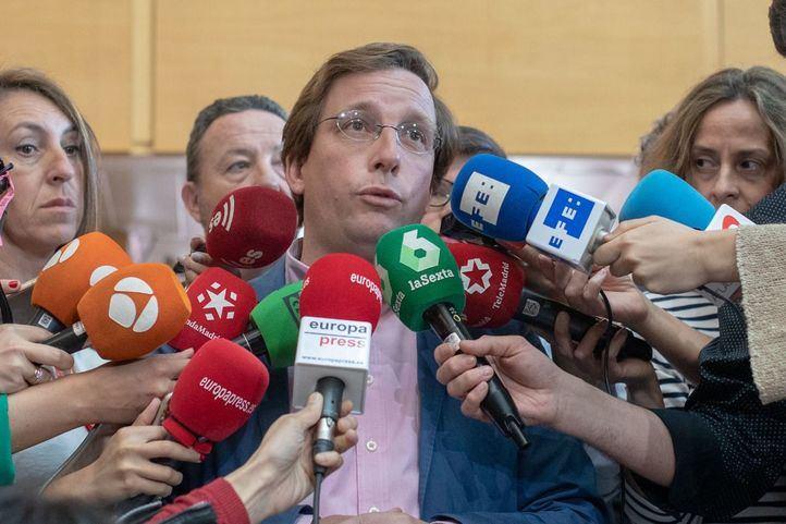 El portavoz del PP en el Ayuntamiento de Madrid, José Luis Martínez-Almeida, atiende a los medios de comunicación.