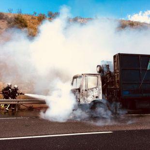 Arde un camión en mitad de la M-50