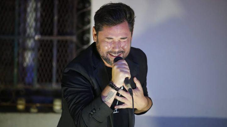 Miguel Poveda en la velada poética a Luis Cernuda en la casa de Vicente Aleixandre.
