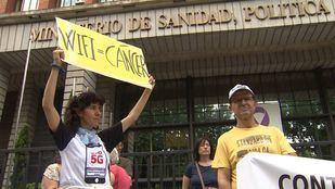 Vecinos piden ante el ministerio de Sanidad una moratoria de la implantación de la tecnología 5G