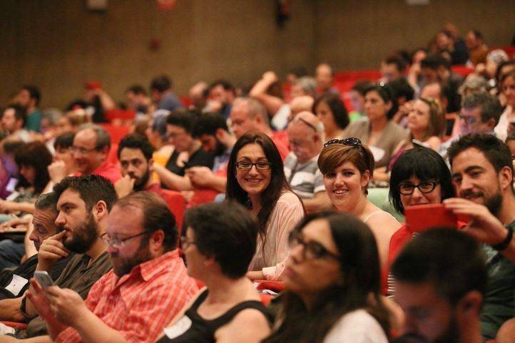 Políticos que participaron en el encuentro programático: en la foto, Sol Sánchez, coportavoz de IU Madrid, y Álvaro Aguilera, líder del PCM.
