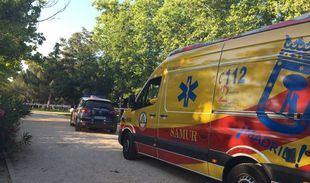 Los servicios de emergencias en el lugar donde han hallado al hombre muerto