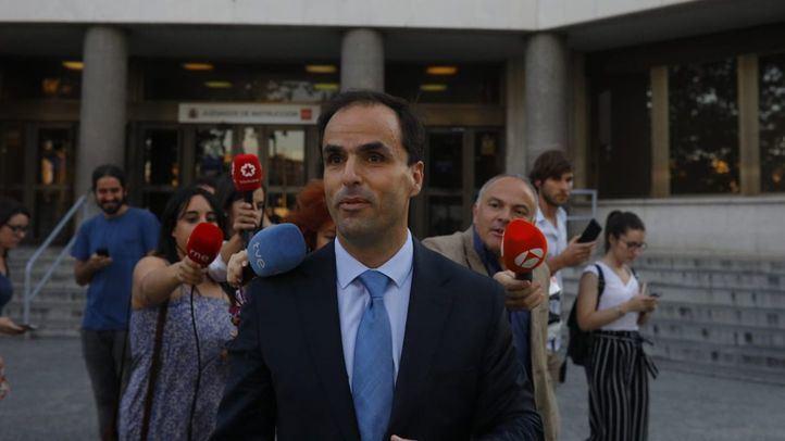 Javier Ramos, rector de la Universidad Rey Juan Carlos, a la salida de los Juzgados de Plaza Castilla tras declarar ante la juez que investiga las irregularidades del caso Máster de Cristina Cifuentes.