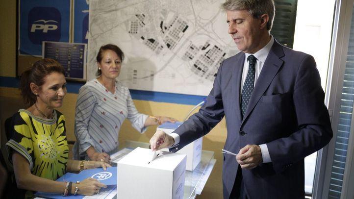 El presidente de la Comunidad de Madrid,  Ángel Garrido, vota para elegir nuevo líder del Partido Popular