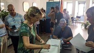 Esperanza Aguirre votando en las primarias del PP