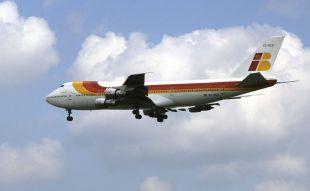 El primer vuelo Tokio-Madrid llega a Barajas