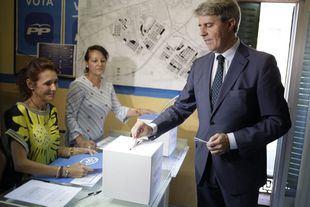 Garrido visita a Santamaría en campaña, pero no se posiciona