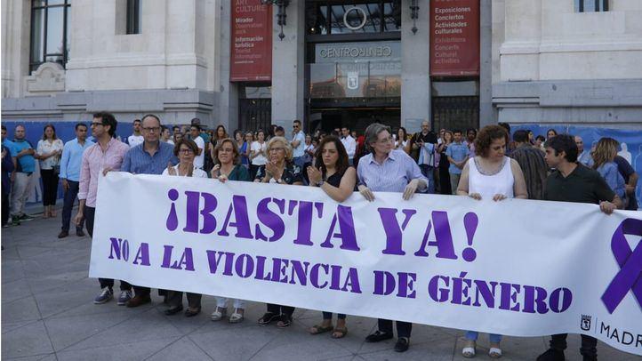 El Ayuntamiento de Madrid guarda un minuto de silencio por la mujer asesinada en Collado Villalba.