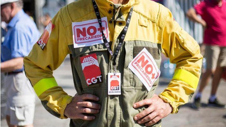 Los bomberos de la Comunidad de Madrid se manifiestan por su situación laboral.