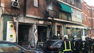 Dos viviendas y un local comercial han resultado afectadas por el incendio