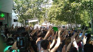 Protesta de los opositores a profesores a las puertas de la Asamblea de Madrid