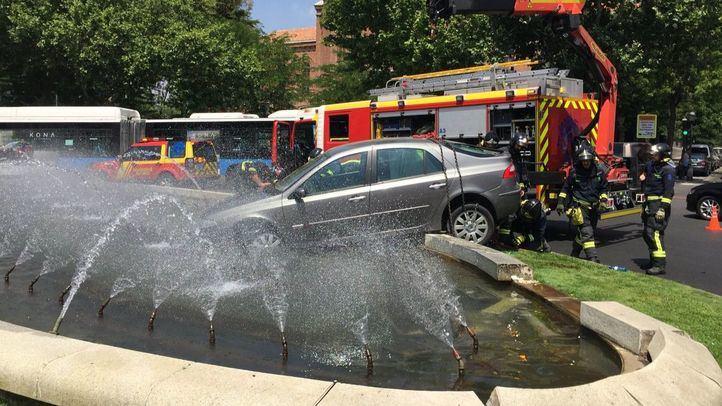 Un conductor pierde el control en la Glorieta de Embajadores