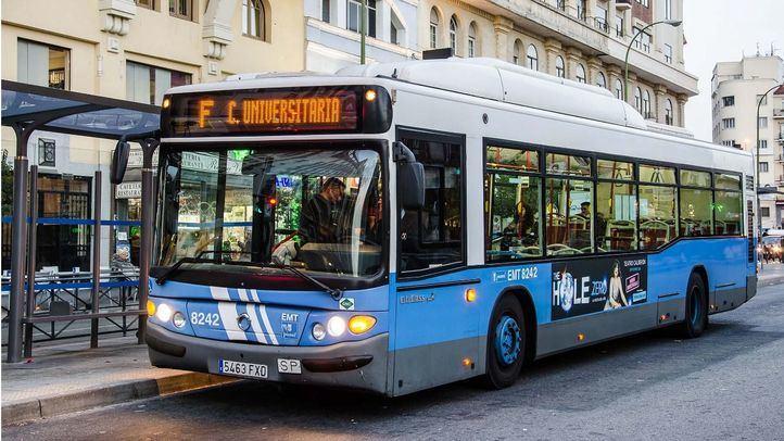 Autobús de la Línea F a Ciudad Universitaria de la EMT.