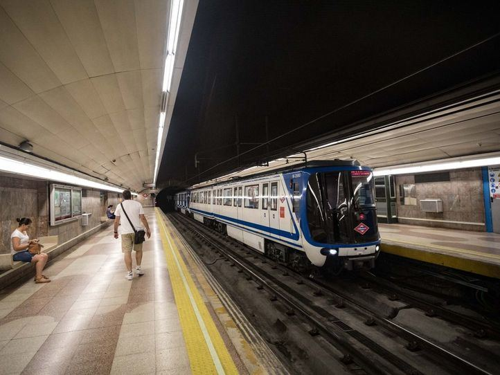 Fallece un hombre empujado a las vías y arrollado por el Metro