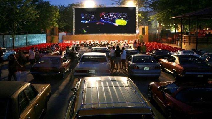 El Festival de Cine al Aire Libre en el Parque de la Bombilla.
