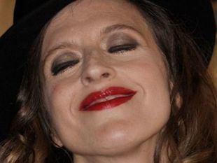 María Villarroya estará hasta el 30 de agosto en el Teatro Lara con sus 'Silencios Cantados'