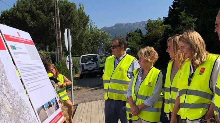 La consejera de Transportes, Vivienda e Infraestructuras, Rosalía Gonzalo, visita las obras en la M-614.