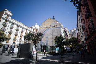 Mural de la paz de Enrique Tierno galván en el hotel Ánaco en la plaza del Carmen.