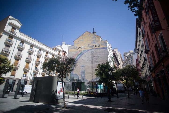 El mural de Tierno Galván se queda y será restaurado