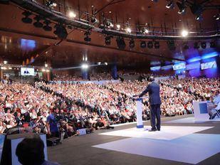El PP elige a su líder con Madrid dividido