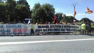 Manifestación a favor de la exhumación de Franco.