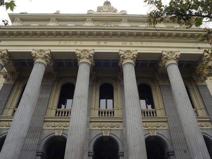 Fachada frontispicio de columnas de la Bolsa de Madrid