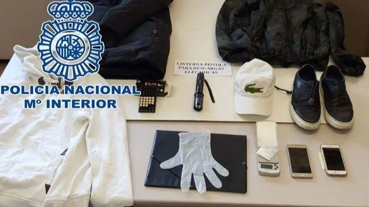 Material incautado por la Policía tras detener a tres personas por trece robos en bares de la Comunidad