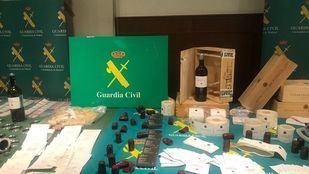 La Guardia Civil ha detenido a cuatro personas por falsificar botellas de vino que vendían por hasta 1.900 euros