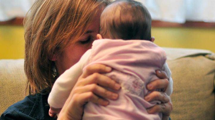 La AEP recomienda el adelanto de la vacuna del sarampión en determinados casos este verano.