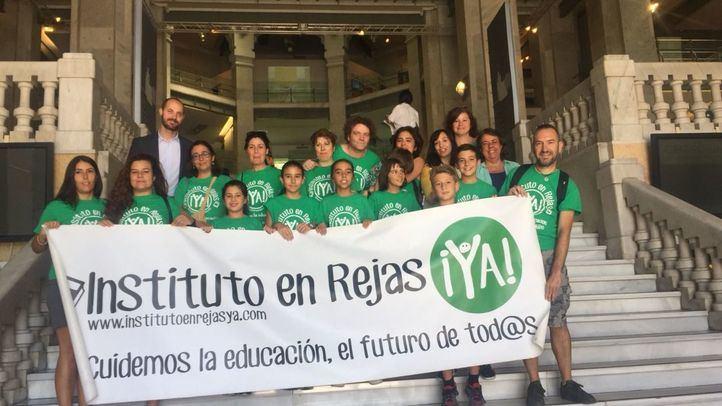 Miembros de la plataforma Instituto en Rejas Ya han acudido este martes al Pleno del Ayuntamiento
