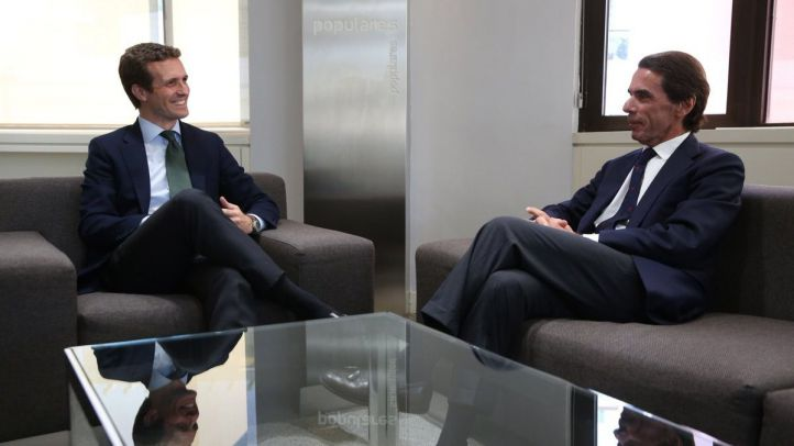 Aznar y Hernández Mancha: Casado hace pleno de antecesores