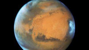 Hallan agua líquida en Marte