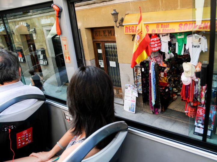 Turistas en el autobús turístico de Madrid