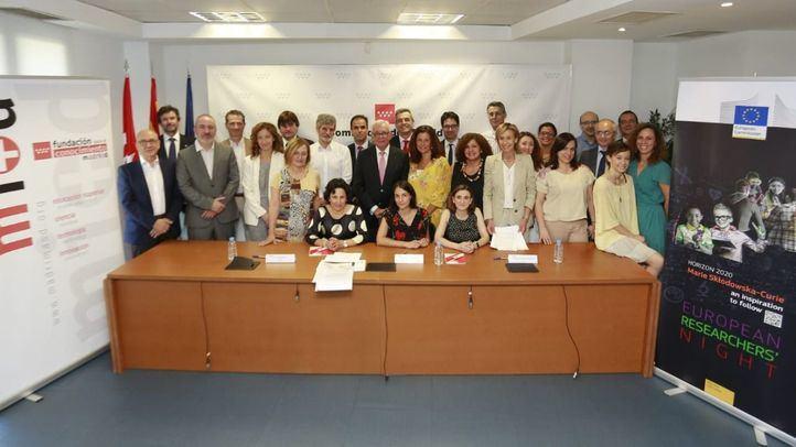 Representantes de una veintena de instituciones madrileñas de ciencia han firmado el acuerdo para celebrar la Noche de los Investigadores.