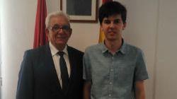 Jesús Sánchez Martos, director de la Fundación para el Conocimiento Madri+d, y Víctor Sierra, estudiante madrileño con la nota más alta en la selectividad de este año.