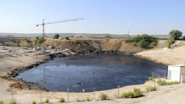 La laguna sufrió vertidos de la compañía dedicada al reciclaje de hidrocarburos Ulibarri-Piqsa entre 1989 y 1995.