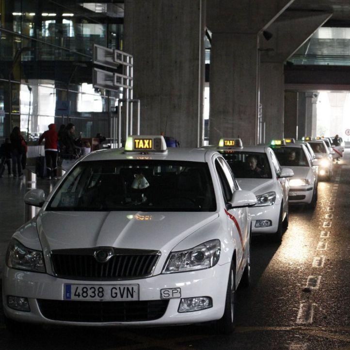 Barajas y Atocha, 'cortadas' por los taxistas