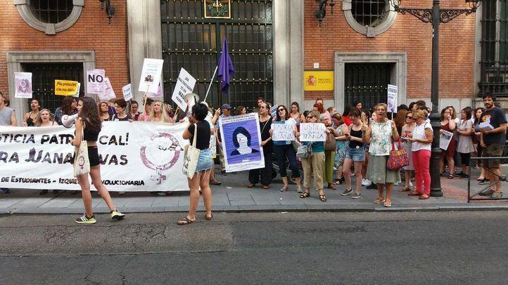 Protesta feminista ante el Ministerio de Justicia por la sentencia a Juana Rivas.